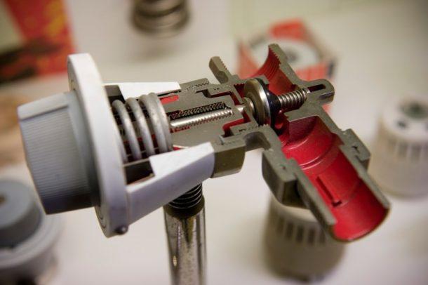 Как установить терморегулятор на радиатор отопления?